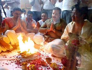काशी में पत्नियों से तंग पुरूषों ने किया पिंड दान, पिशाचिनी मुक्ति यज्ञ में डाली आहुतियां