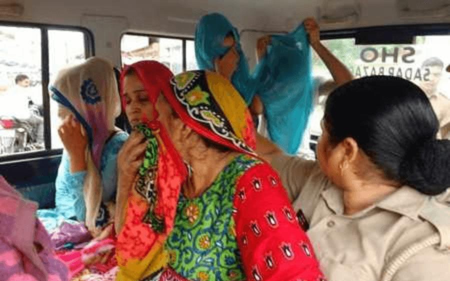 आजादी में बाधक बने दरोगा को बीवी और बेटियों ने ही साजिश कर मरवा डाला