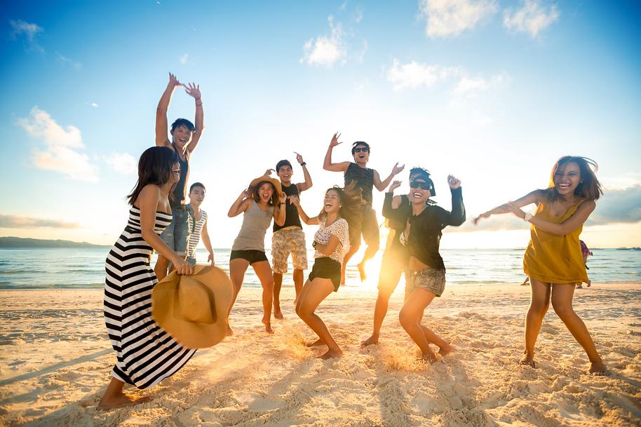 people on beach, cilvēki pludmalē , pludmale