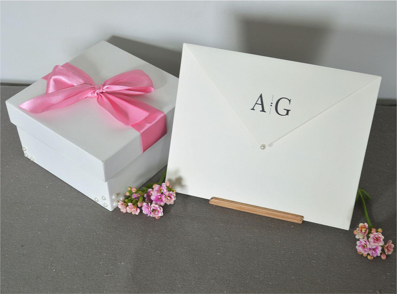Caixa e convite de casamento