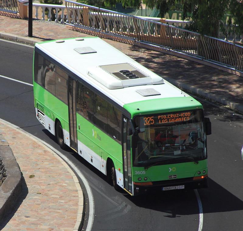 Autobus mířící k útesůmLos Gigantes