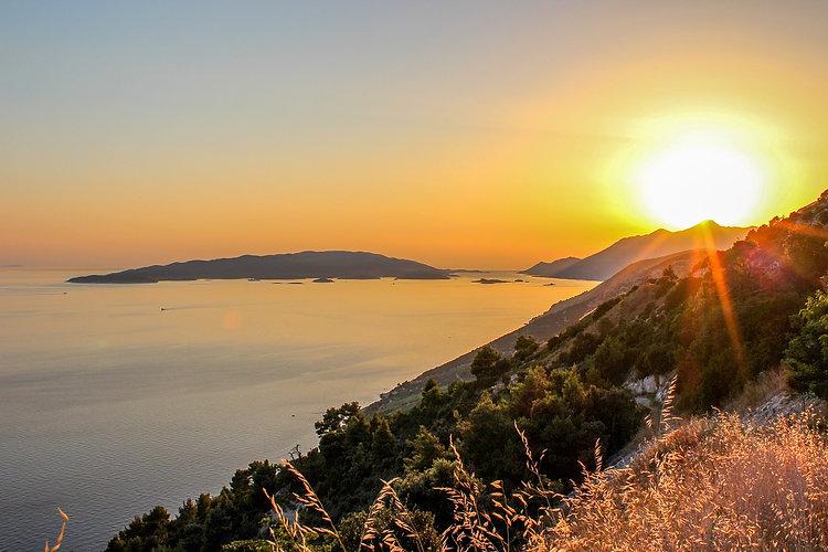 sunset-2236070_1280.jpg