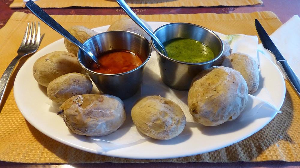 Typický pokrm na Kanárech - papas arrugadas