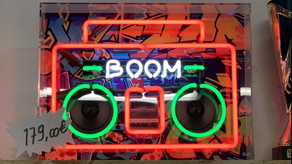 """Néon radio """"Boom"""""""