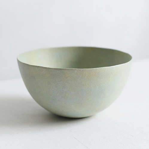 Handmade minimalistic ceramic bowl - pastel green - L   Makoto SAITO