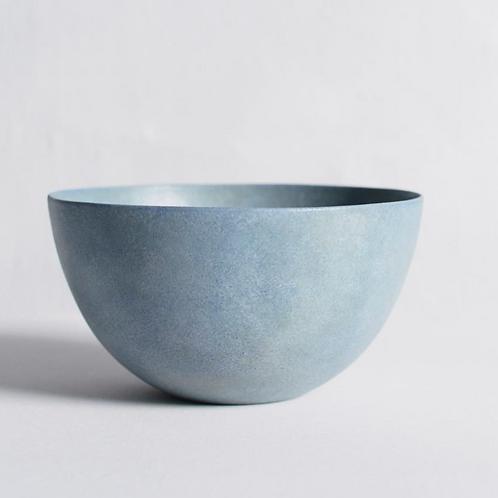 Handmade minimalistic ceramic bowl - pastel blue - M | Makoto SAITO