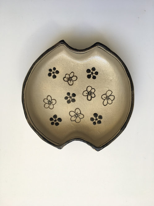 Medium Floral Japanese Handmade Oribe Ceramics Plate    Ando MASAHIKO