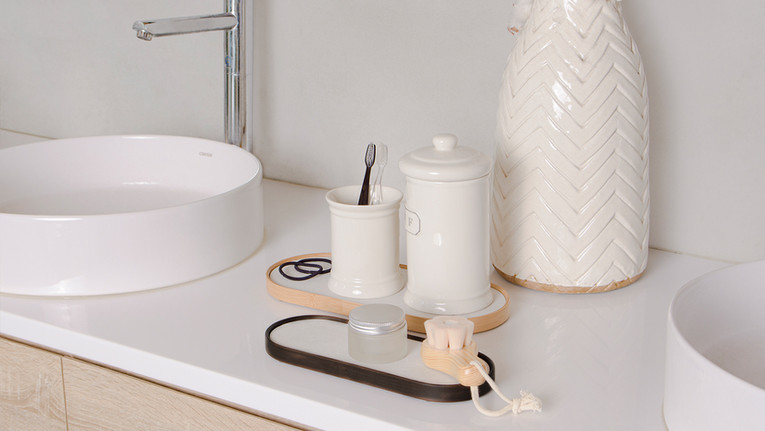 Charming Bathroom Tray Keeps Accessories Dry and Mold-free