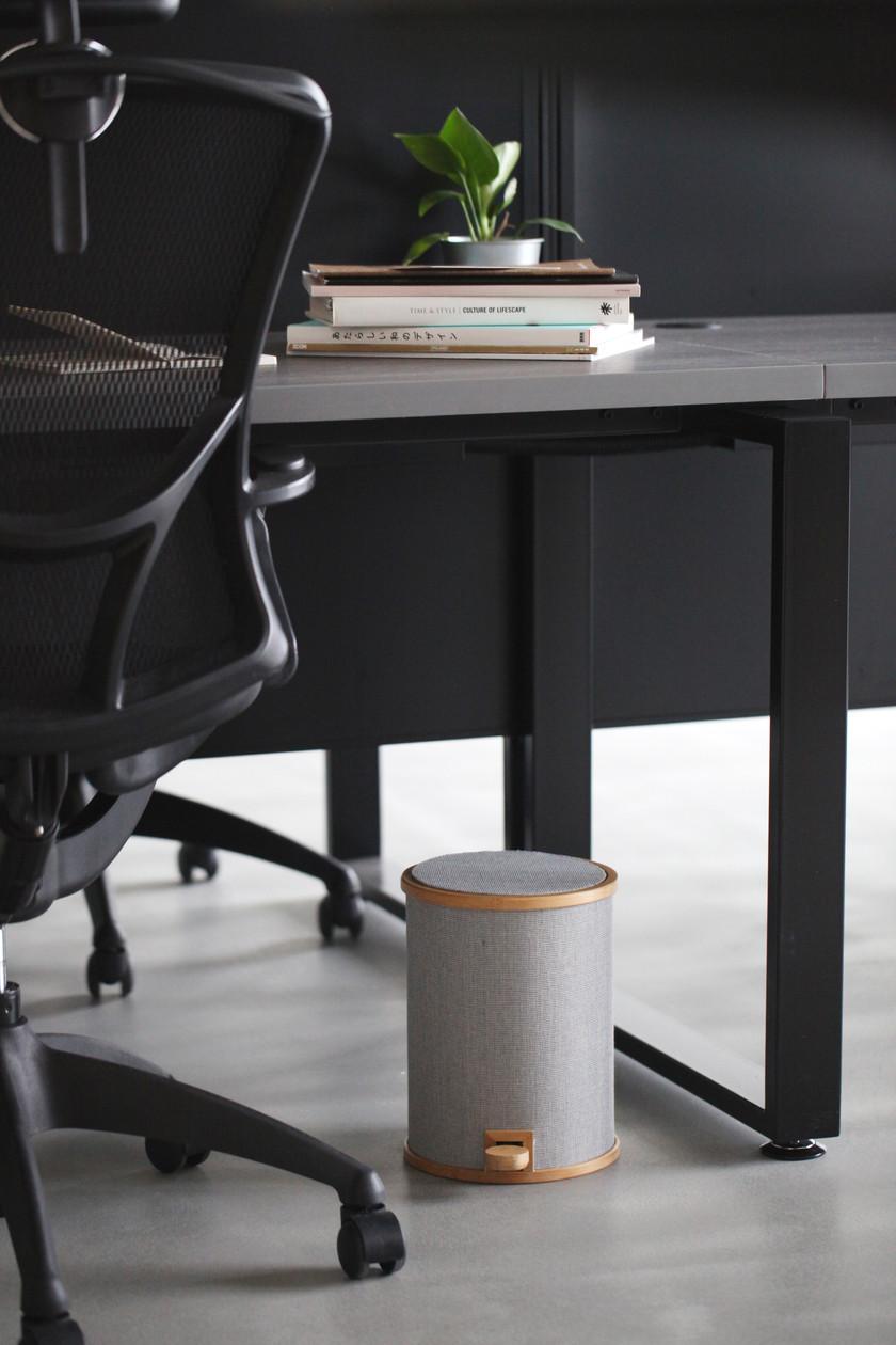 適合辦公室或家中的溫暖腳踏式垃圾桶