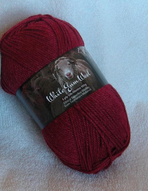 maroon silk/merino 5 ply white gum wool