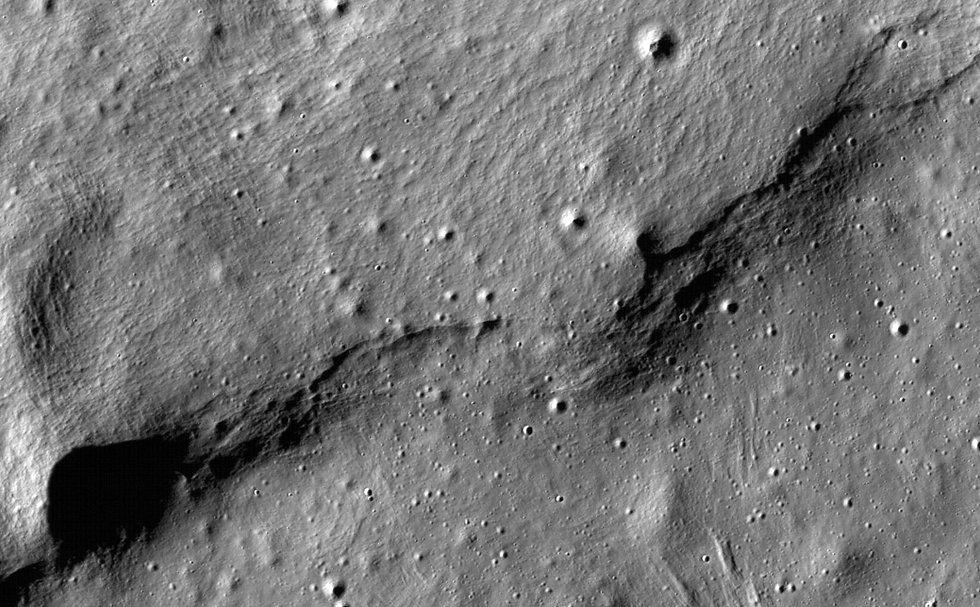 Curved-Hills-Near-Mare-Frigoris.jpg