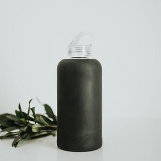 Classic Water Bottle in Black. Glass. 1litre.