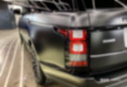 На автомобиль нанесена матовая полиуретановая пленка
