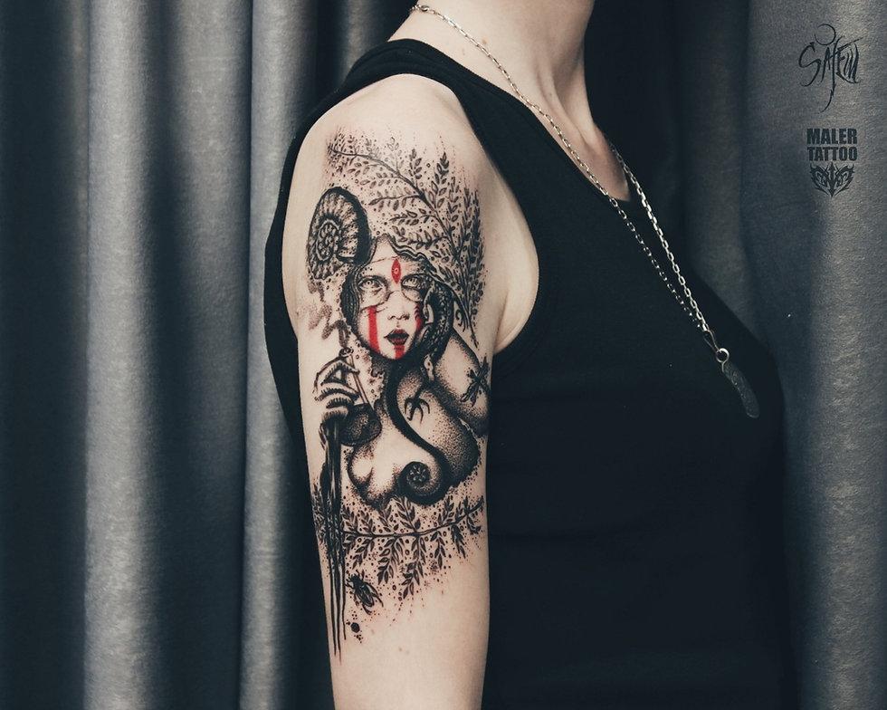 Индивидуальная графическая татуировка в Екатеринбурге