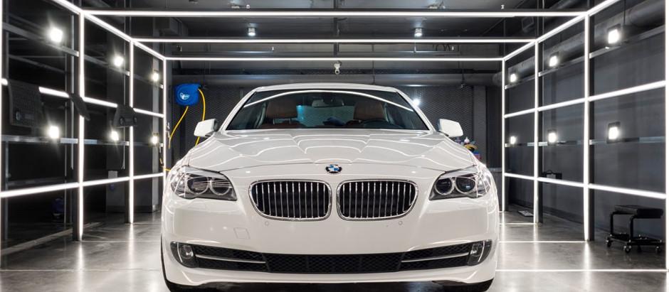 Белая BMW 5 серии — комплексный подход