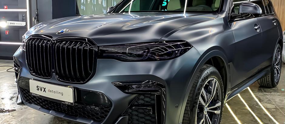 BMW X7: матовый брутал