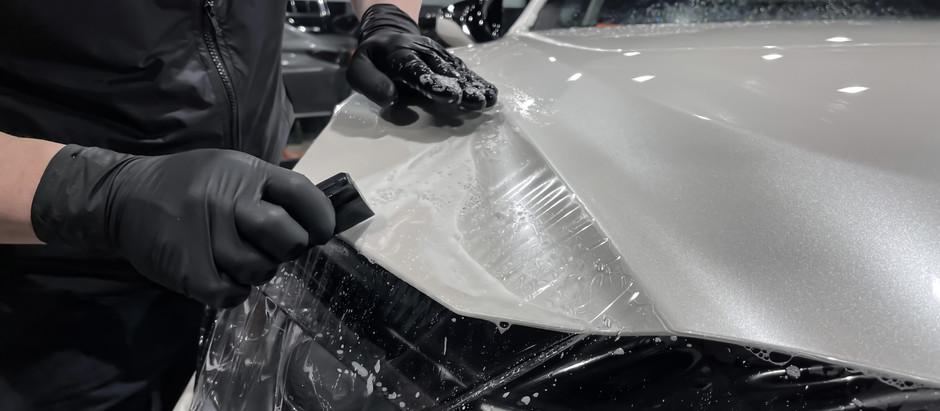 Нюансы оклейки плёнкой белых авто
