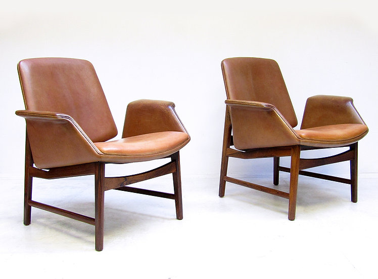 Pair of 451 Lounge Chairs By Illum Wikkelsø