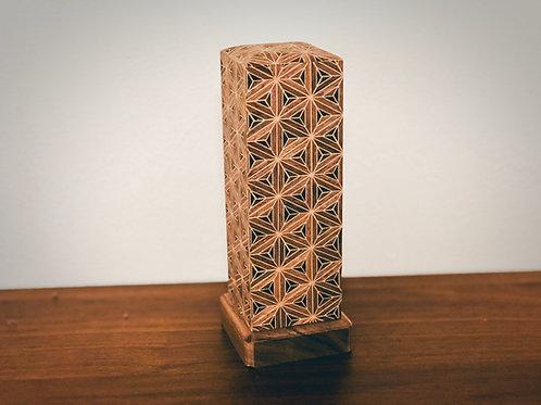 複数の札板を収められる「繰り出し位牌」タイプの寄木細工位牌
