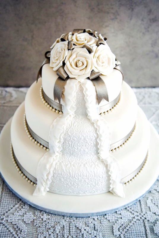 Pearl Rose Wedding Cake_edited