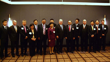 Mississippi Governor Haley Barbour with the delegation from Dalian, Changzhou, Shanghai Foreign Eco