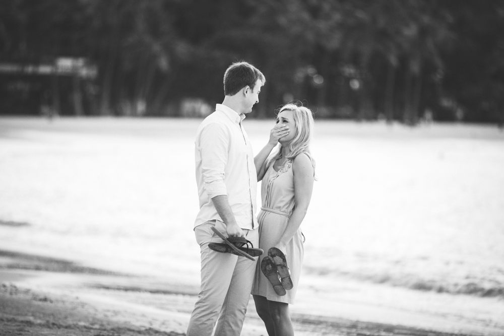 Waikiki Beach Proposal - Engagement Photography - Jenna Lee Pictueres - Maggie + Vernon-27