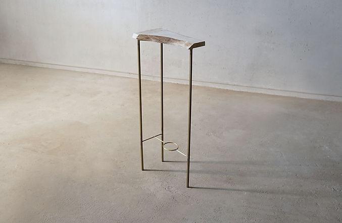 真鍮脚の飾り棚_1.jpg