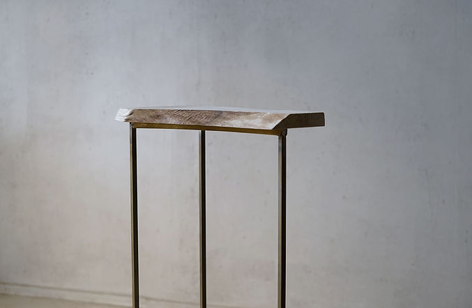 真鍮脚の飾り棚_2.jpg