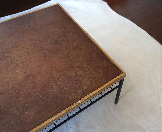 革のローテーブル.jpg