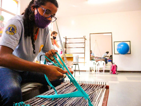 Assistidos do Helena Antipoff desenvolvem habilidades manuais em oficinas de tapeçaria
