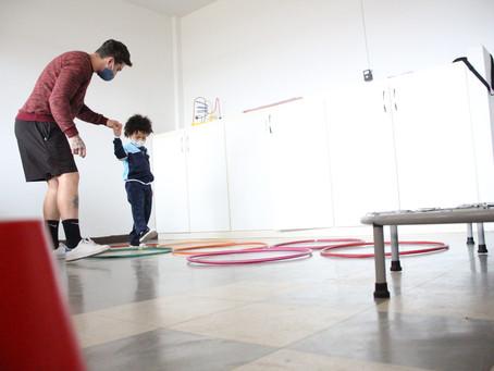 Helena Antipoff oferece exercícios físicos para pessoas com deficiência