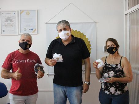 Pimpão e Fumaça doam 250 máscaras para instituto