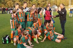 2017 mei9 D1 Resia-Oostrum 3-3 Kampioen  (19)
