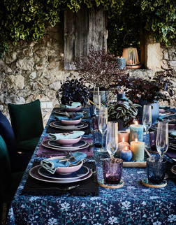 vaisselle-de-table-et-nappe-fleurie_6082