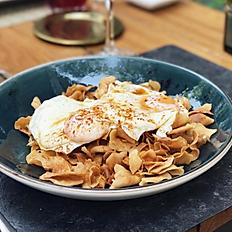 Chips de Alcachofa con huevos fritos, aceite trufado y pimentón
