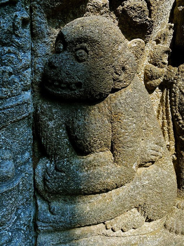 monkey carving.jpg