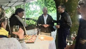 Gute Stimmung am Freundinnen&Freunde-Apéro im Schlossgarten