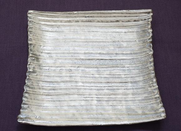 宝寿窯/粉引き銀彩釉しのぎ角皿