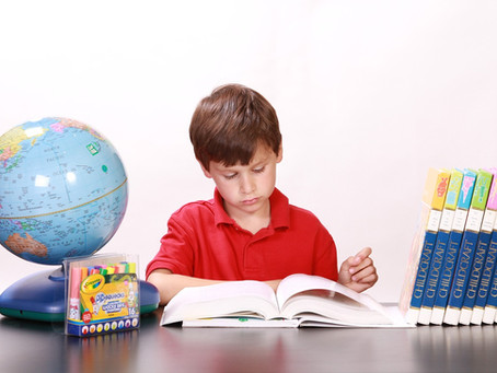 Formas de que tu hijo practique inglés en casa (películas y series, vocabulario, juegos)