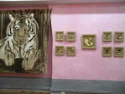 Tigre-et-animaux-sur-épicéa