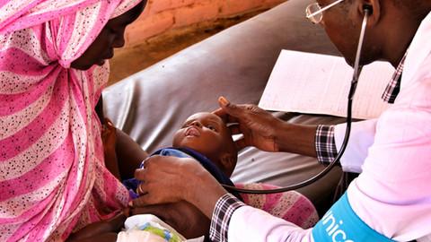 2014 Mauritania doctor examining child