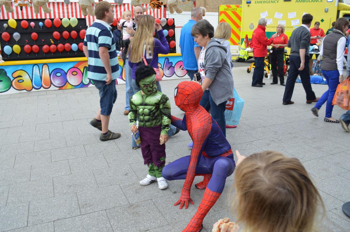 Hulk vs Spiderman