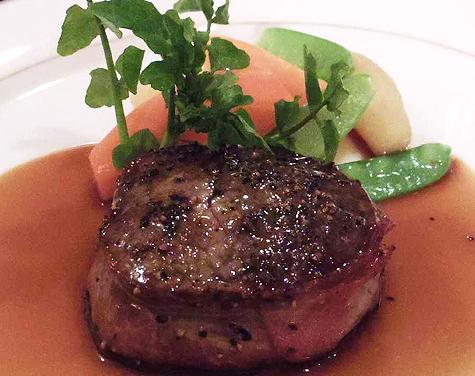 牛ヒレ肉のポワレ マデラソース