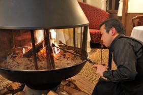 暖炉に火が入ります.jpg
