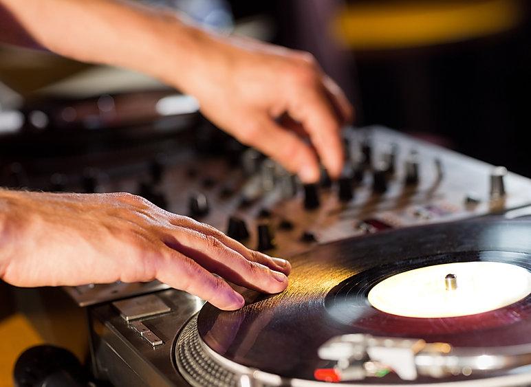 Evenements DJ musique live dans le bar cantine La pépite à Lille