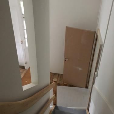 Rutschfeste Treppe mit Fenster