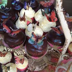cupcakes-butterflies-dreamin-desserts-ORG.JPG