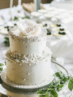 white-wedding-cake-silver-pearls-dreamin