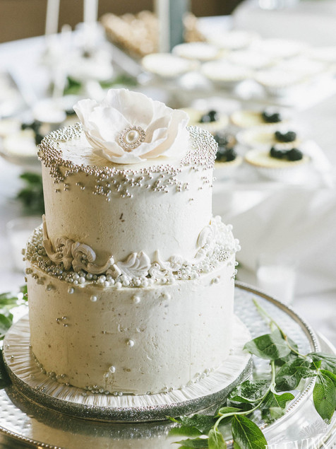 white-wedding-cake-silver-pearls-dreamin