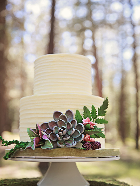wedding-cake-ruffle-buttercream-dreamin-